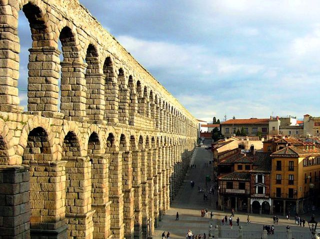 Roman Aquaduct and restaurant, Segovia, Spain - photo by Manuel González Olaechea y Franco