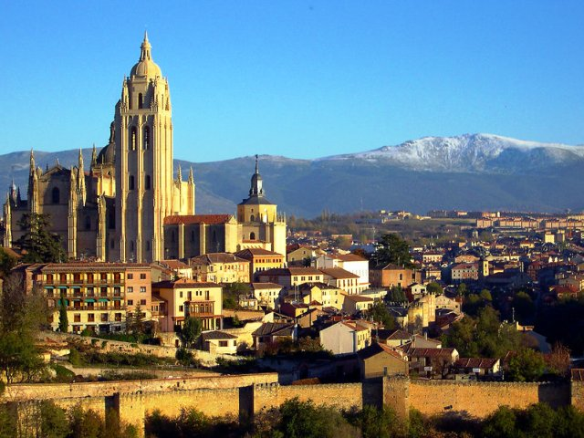 Segovia city, cathedral and Guadarrama Mountains, Spain - by Locutus Borg