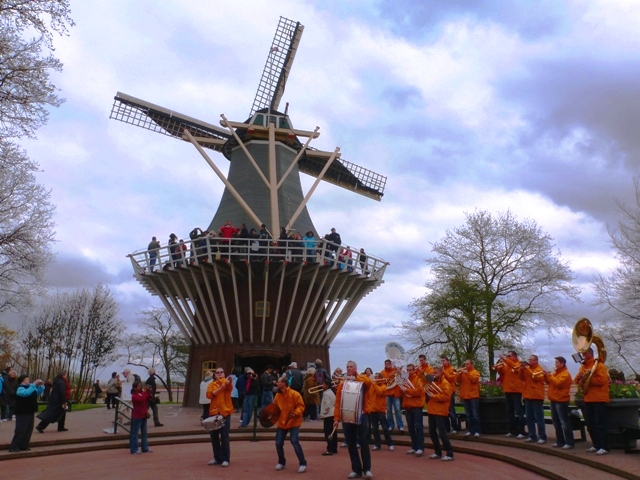 Band &amp; Windmill Keukenhof - by Zoe Dawes
