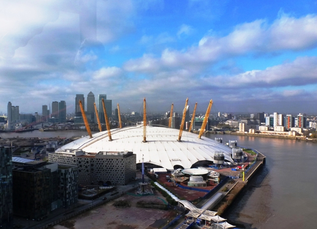 O2 Arena &amp; Canary Wharf from Emirates Air Line