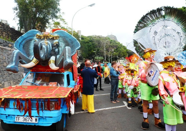 Tenerife Carnival procession gets ready - by Zoe Dawes