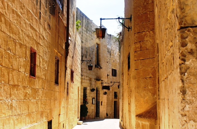 Quiet back street in Mdina - image Zoe Dawes