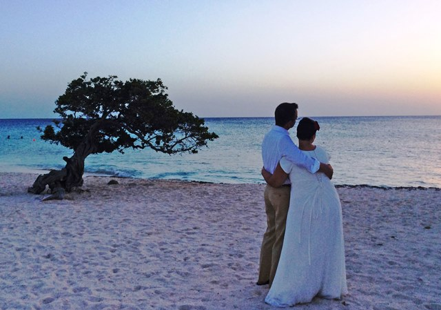 Celebrating wedding on Eagle Beach - Aruba