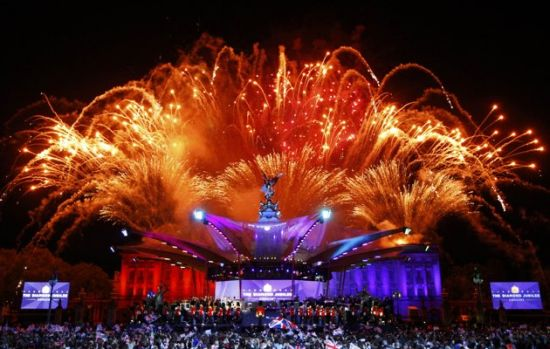 Diamond Jubilee fireworks - Buckingham Palace