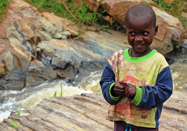 Little boy by the road in Rwanda - photo zoe dawes