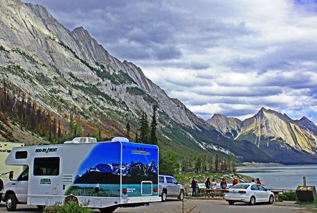 RV by Medicine Lake Jasper Canada - image zoe dawes