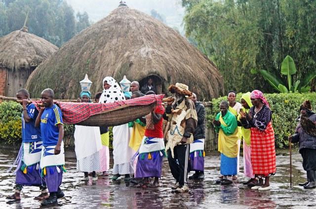 Iby'iwacu village wedding Rwanda - photo Zoe Dawes