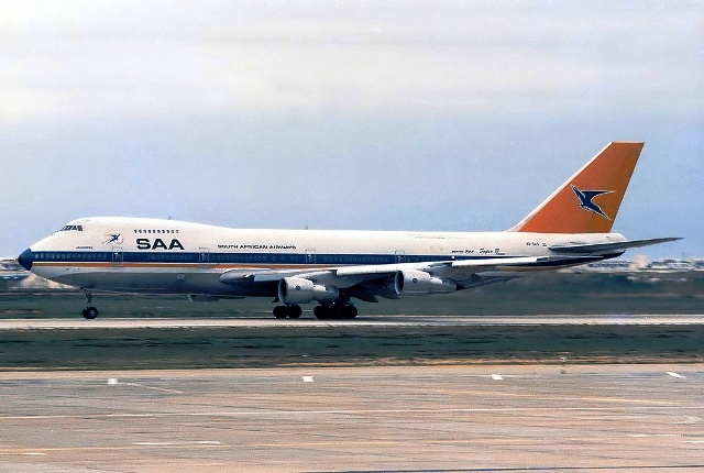 South African Airways Boeing 747 (old logo)