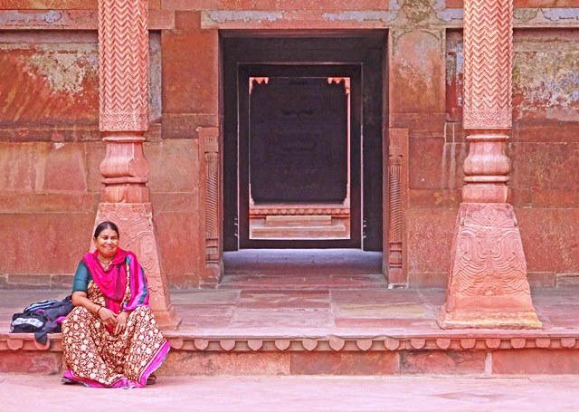 Woman at the Red Fort Agra India- photo Zoe Dawes