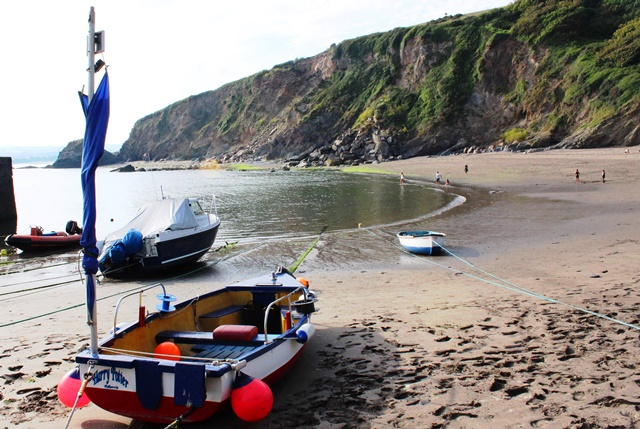 Boats on Polkerris Beach - photo zoedawes