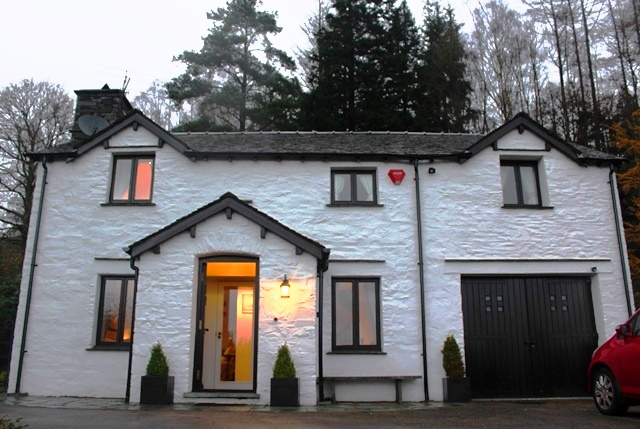 Braegarth Cottage Elterwater in the evening - zoedawes