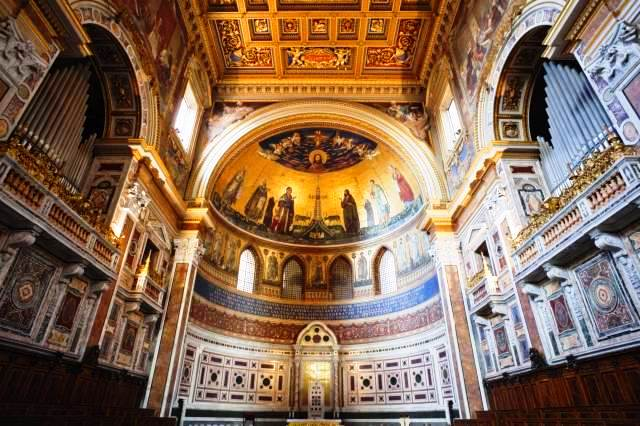 Italy-Rome-Interior-of-San-Giovanni-in-Laterano-Church-The-Apse
