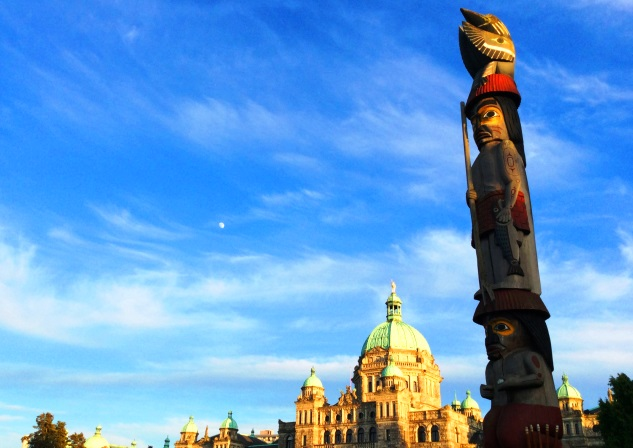 Knowledge totem and Victoria Parliament Building - photo zoedawes