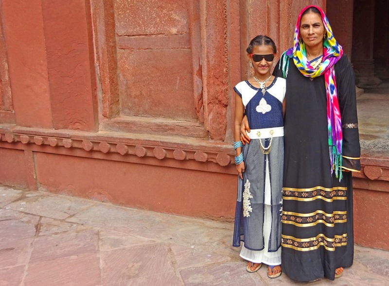 Woman and girl in traditional Indian dress at Red Fort Agra - photo The Quirky Traveller