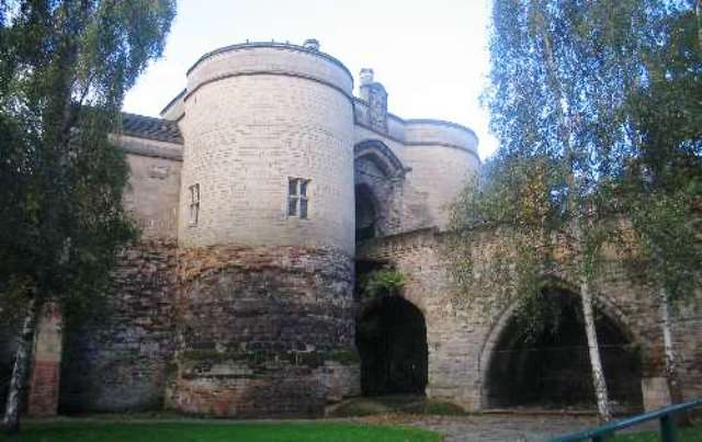 Nottingham_Castle_Gate_2009