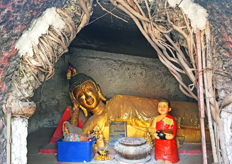Reclining Buddha Burapapiram Roi Et Thailand