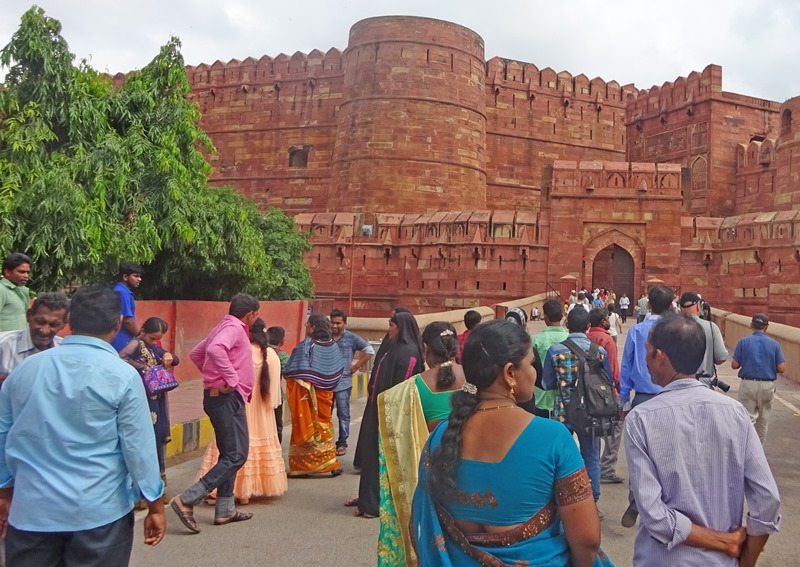 People entering the Red Fort Agra in India - The Quirky Traveller