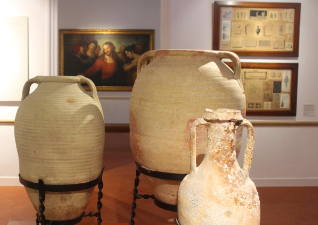 Roman pottery and paintings Hernandez Sant Museum Mahon