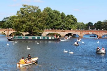 Boating on the River Avon in Stratford - The Quirky Traveller