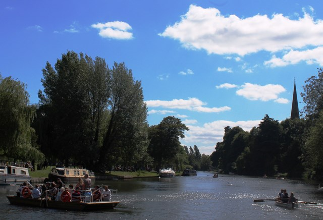 Stratford upon Avon River Chain Ferry - image zoedawes