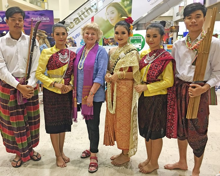 Thai musicians and dancers North East Thailand - The Quirky Traveller