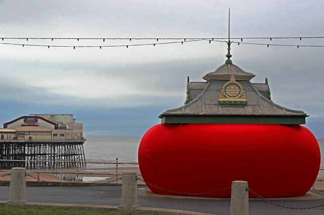 When the Red Rose by North Pier Lightpool Blackpool - photo zoedawes